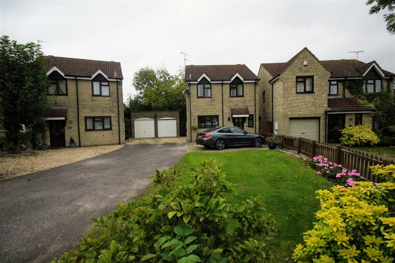 3 Bedrooms Detached House for sale in Melfort Close, Sparcells, Swindon